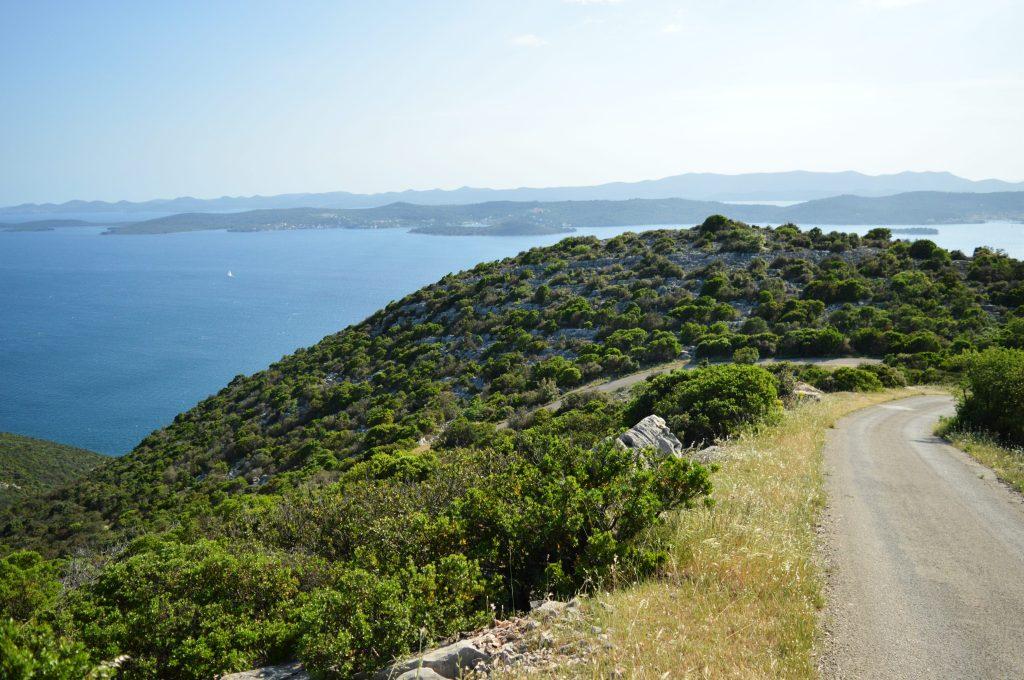 Prekrasna šetnica na otoku Ugljanu u blizini Zadra.